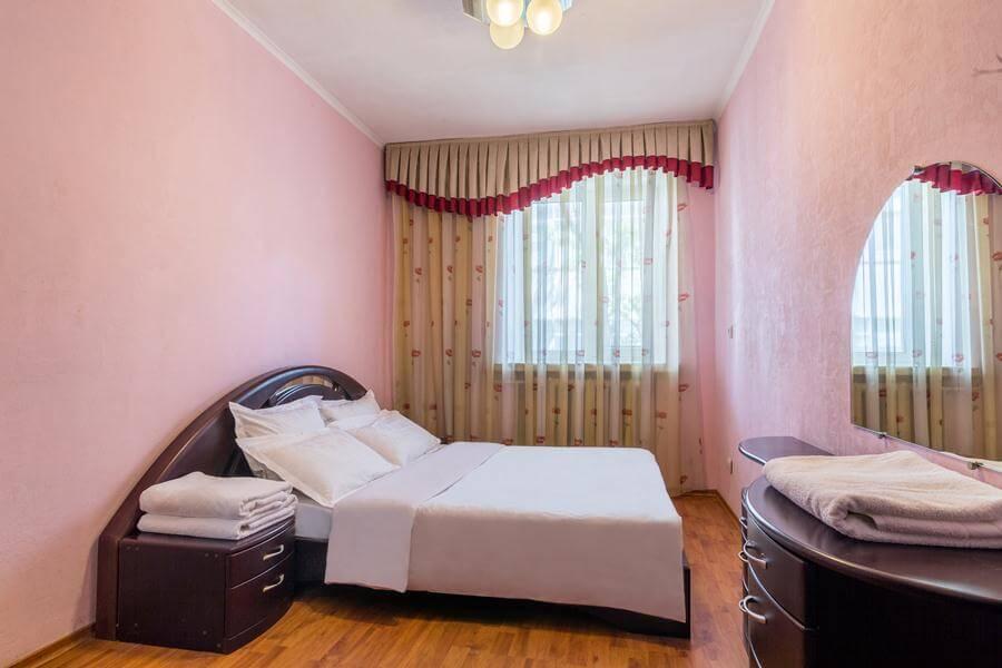 4-комнатная квартира посуточно центр Днепра ул Старокозацкая 2